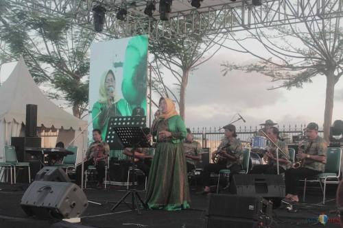 Salah satu penampilan grup keroncong di Pekan Budaya Kab Blitar.(Foto : Aunur Rofiq/BlitarTIMES)