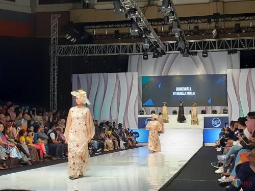 Peragaan busana di malam terakhir Malang Fashion Week, Minggu (10/11) (Arifina Cahyanti Firdausi/MalangTIMES)