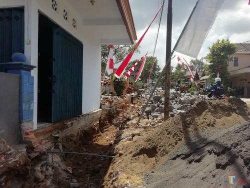 Dinas PU Bina Marga Kabupaten Malang kebut pembangunan drainase di berbagai wilayah perkotaan dan perdesaan sebelum musim hujan datang (Nana/ MalangTIMES)