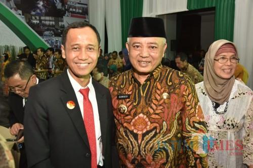 Bupati Malang Sanusi (tengah) bersama Dirjen P2P Kemenkes Anung  Sugihantono. (Humas for MalangTimes)