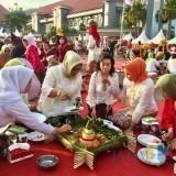 Ribuan Warga Penuhi Balai Kota Among Tani Nikmari Festival Nasi Empog