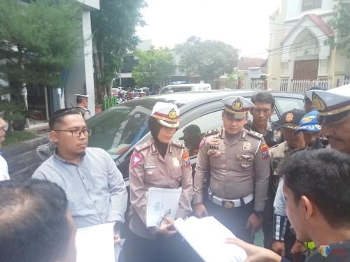 Suasana saat kordinasi usai penilaian KTL oleh tim juri dan juga jajaran petugas Satlantas Polres Malang Kota (Anggara Sudiongko/MalangTIMES)