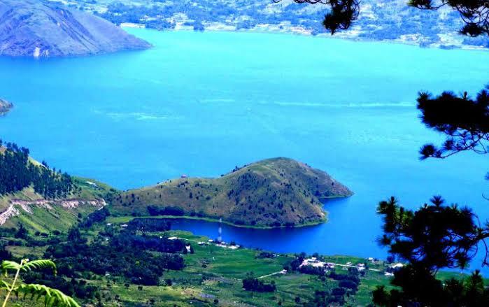 Danau Toba yang kini ramai diperbincangkan di lini masa dengan adanya tagar #CoretBaliDanToba (wowkeren.com)