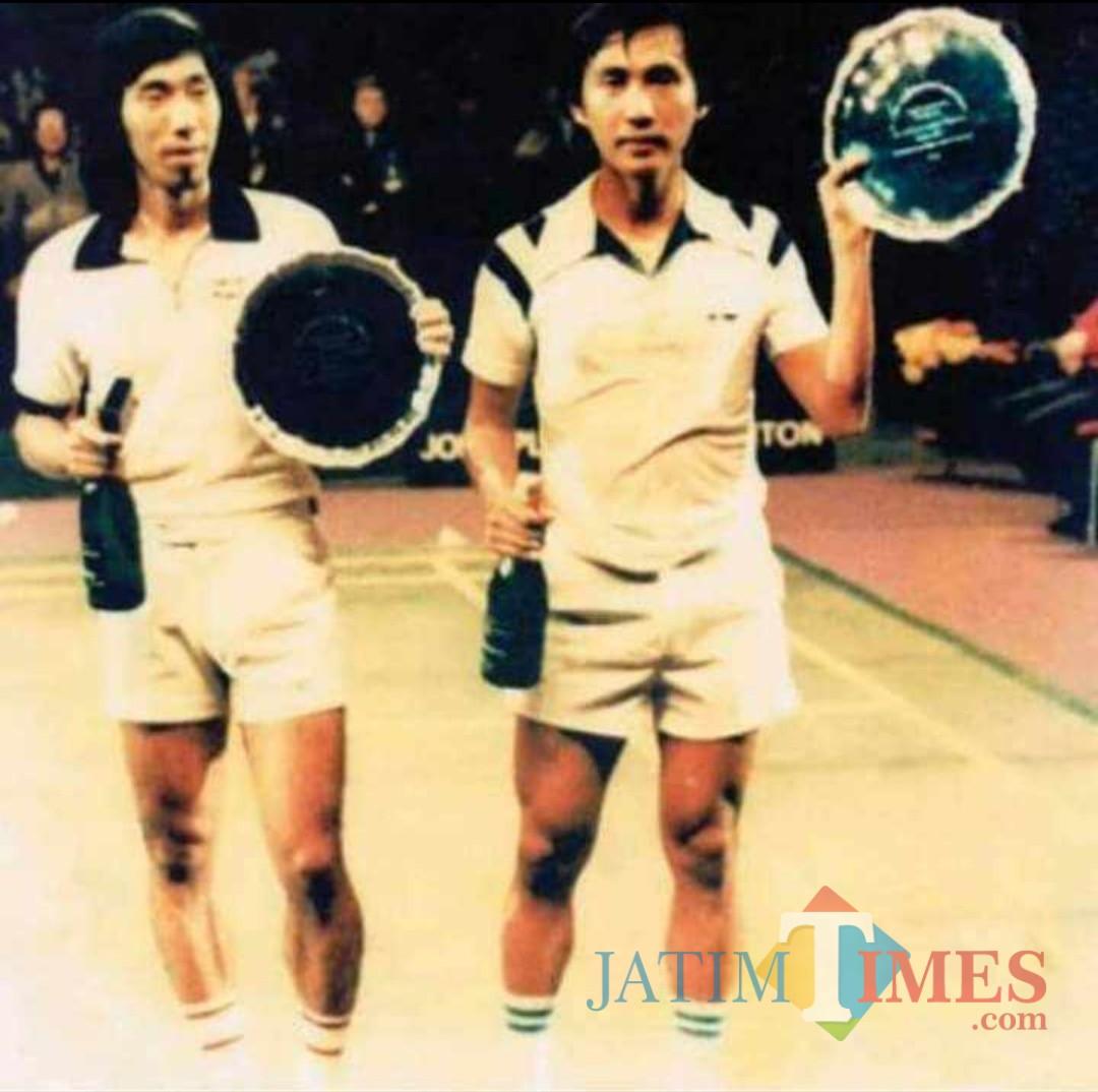 Foto Johan Wahyudi (kanan) bersama Tjun Tjun saat masih menjadi atlet bulu tangkis. (istimewa)