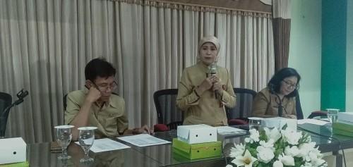 Kepala Dinas Pendidikan Kota Malang, Dra Zubaidah MM (memegang mic). (Foto: Humas)