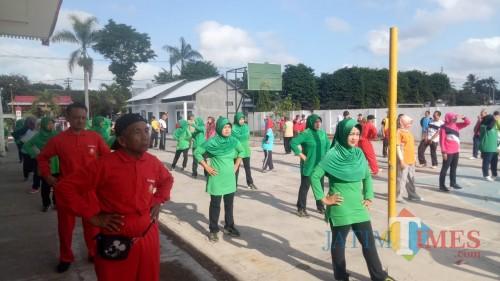 Senam Tera Bersama Tiga Pilar di Kecamatan Garum