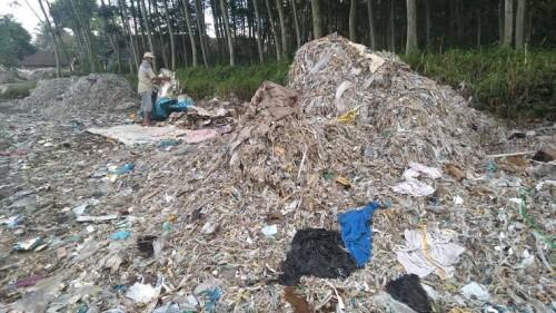 Impor limbah sampah yang membanjiri Jawa Timur (Jatim) dan berdampak sangat buruk bagi lingkungan dan manusia (mongabay.co.id)