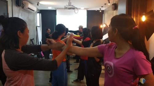 Para peserta seni bela diri Eskrima saat menghadiri sesi Woman Basic Self Defense with Eskrima (Pipit Anggraeni/MalangTIMES).
