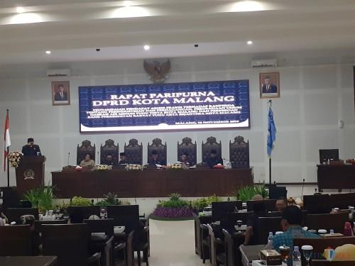 Suasana Rapat Paripurna di Kantor DPRD Kota Malang, Senin (18/11) (foto: Arifina Cahyanti Firdausi/MalangTIMES)