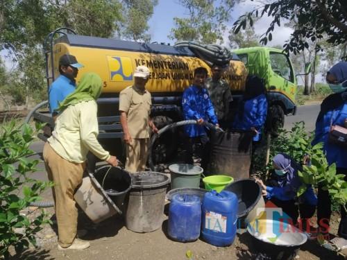 Salah satu kegiatan baksos bantu air bersih di desa Winong Kalidawir / Foto : Ani / Tulungagung TIMES