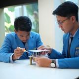 Santri Tazkia International Islami Boarding School Bangkitkan Listrik dari Zebra Cross