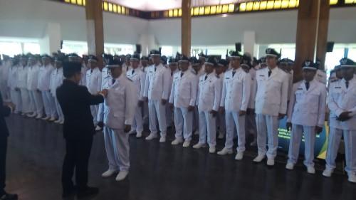 Bupati melantik 128 kades terpilih di Pendopo Saba Swagata Banyuwangi.