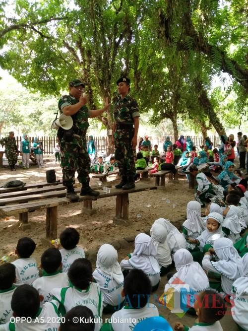 Keseruan outbound Koramil Sanankulon dan anak-anak TK di Kesambi Tress Park