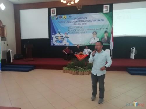 Pemred MalangTimes Heryanto saat menjadi pembicara dalam FLLAJ Kabupaten Malang (Nana)