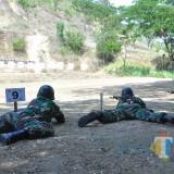 Ratusan Prajurit TNI Kodim 0808/Blitar Latihan Menembak di Tulungagung