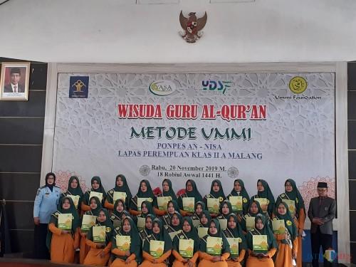 Sebanyak 32 napi Lapas Wanita Kelas II A Sukun Kota Malang yang diwisuda sebagai guru ngaji, Rabu (20/11). (Arifina Cahyanti Firdausi/MalangTIMES)