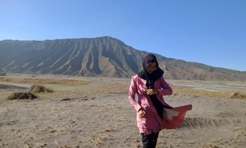 Wisatawan saat berswa foto di Nasional Bromo Tengger Semeru (TNBTS) (Foto: Istimewa)