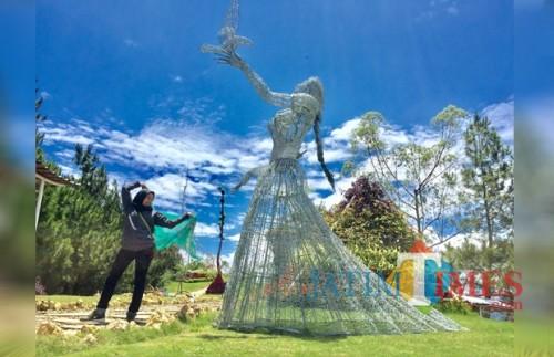 Di Taman Langit Kota Batu Bisa Wisata Swafoto Sambil