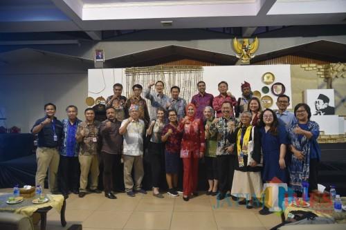 Narasumber dari berbagai negara saat sesi foro bersama usai penutupan Festival HAM Internasional 2019. (foto : istimewa / Jatim TIMES)