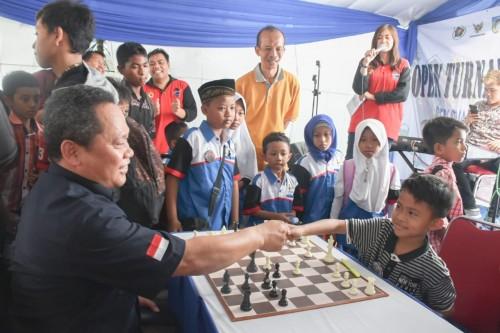 Antusias Tinggi, Wali Kota Kediri Apresiasi Open Turnamen Catur Cup II yang diadakan PWI. (Foto: Istimewa)