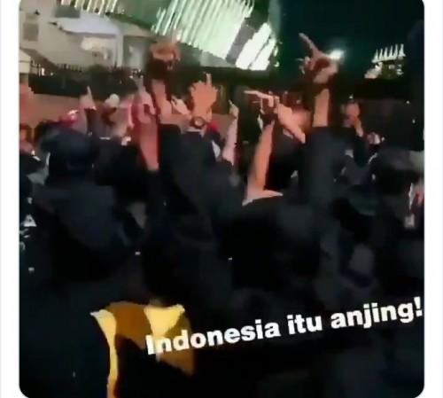 Potongan video oknum suporter Malaysia bernada rasis kepada Indonesia (istimewa)