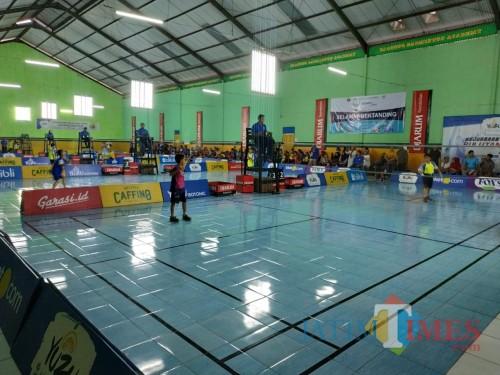 Suasana pertandingan Kejurkot Bulutangkis 2019 di GOR Djagung (Hendra Saputra)