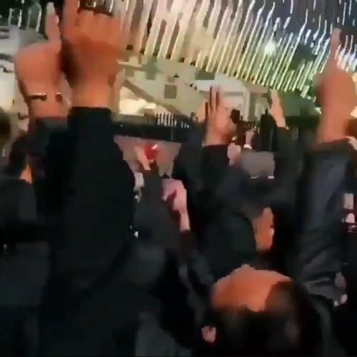 Suasana saat suppoter Malaysia menyanyikan yel-yel di depan stadion. (Foto: screenshot video @WagimanDeep)