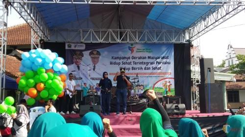 Wakil Wali Kota Malang Sofyan Edi Jarwoko didampingi istri Elly Estiningtyas Edi Jarwoko saat hadir dalam acara Kampanye Gerakan Masyarakat Hidup Sehat Terintegrasi Perilaku Hidup Bersih dan Sehat (Pipit/MalangTIMES).