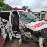 Ambulans dari Trenggalek Tabrak Pohon di Tulungagung