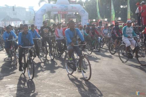 Ribuan Peserta Fun Bike Meriahkan HUT Korpri Kota Blitar