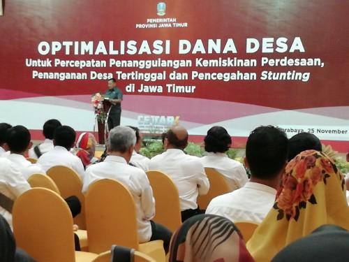 Sekda Pemprov Jatim Heru Tjahjono saat membuka acara sosialisasi dana desa di Sidoarjo. (Nana)