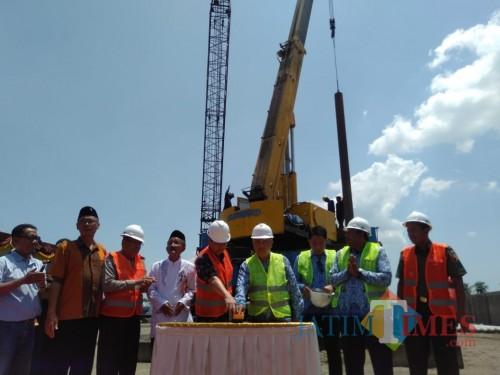 Proses pembangunan salah satu hotel bintang 4 di Kecamatan Kepanjen, saat diresmikan Bupati Malang HM Sanusi (Foto : Dokumen MalangTIMES)