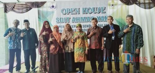 Kepala Dinas Pendidikan Kota Malang Dra Zubaidah MM (hijab hijau). (Foto: Humas)