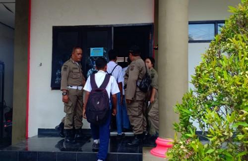 Sejumlah pelajar yang bolos dibawa ke Kantor Satpol PP Kota Blitar