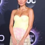 Wow.. Seksi Gunakan Gaun Terawang, Ini Penampilan Agnez Monica Saat Hadir di American Music Awards 2019
