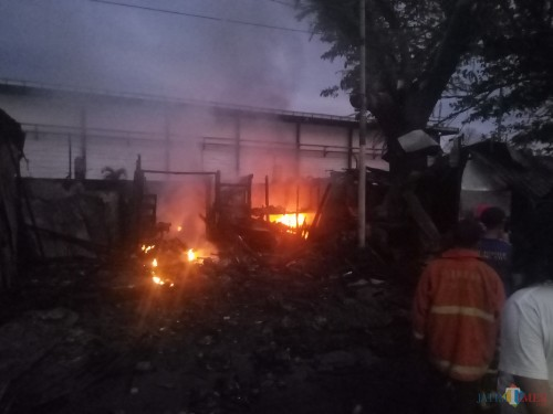 Api yang masih terus berkobar (Anggara Sudiongko/MalangTIMES)