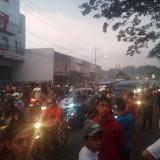 Kebakaran Enam Kios di Jalan Kolonel Sugiono Picu Kemacetan Lebih dari 3 Kilometer