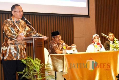 Rektor UIN Malang Prof Dr Abdul Haris MAg saat membuka kegiatan RTM 2019 di Hotel Golden Tulip Batu. (Foto: Humas)