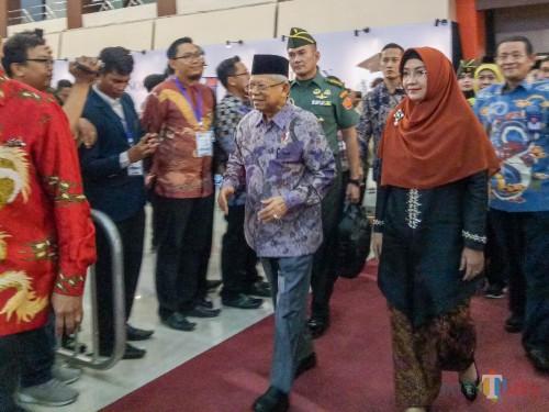 Wakil Presiden Ma'ruf Amin saat sampai di Gedung Samantha Krida UB. (Foto: Imarotul Izzah/MalangTIMES)