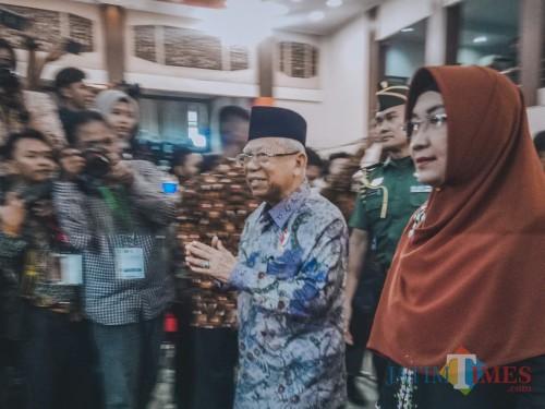 Wakil Presiden RI, Ma'ruf Amin saat sampai di Gedung Samantha Krida UB. (Foto: Imarotul Izzah/ MalangTIMES)