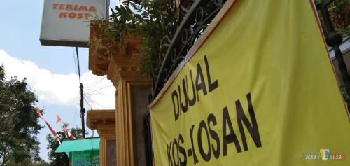 Salah satu tempat kos di Kelurahan Sembung. Kecamatan Tulungagung Kota. (foto : Joko Pramono/Jatim Times)