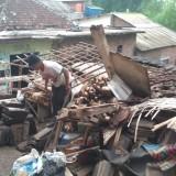 Hujan Lebat, Sebuah Rumah di Kota Malang Roboh dan Timpa Nenek 99 Tahun