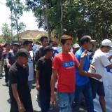 Ratusan Massa Gelar Aksi Minta Surat Pemerintah Desa Sumberagung pada Gubernur Dicabut