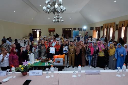 Kepala Bakorwil III, Benny Sampir Wanto bersama pemateri dan UMKM se-Malang Raya di Hotel Ciptaningati Kota Batu, Kamis (28/11/2019).