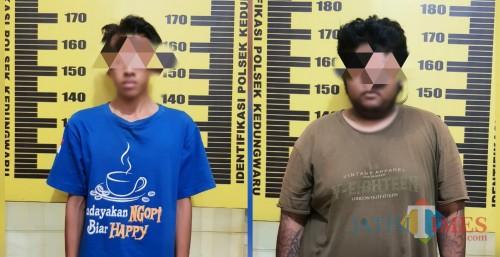 Dua tersangka diamankan di Polsek Kedungwaru / Foto : Dokpol / Tulungagung TIMES