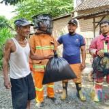 Rawan Timbulkan Korban Jiwa, Tim Damkar Satpol PP Tulungagung Razia Tawon Ndas