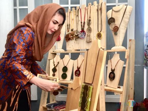 Borong Kalung dan Dompet, Arumi Bachsin Puji Karya Kerajinan Warga Kota Batu
