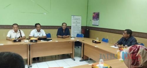 Suasana pembicaraan pejabat FIK UM dengan PWI Malang Raya (Hendra Saputra)