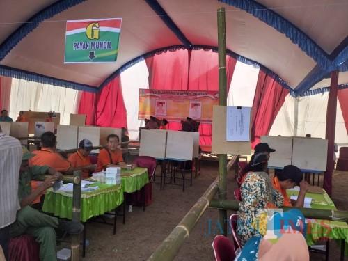 Proses pemungutan suara saat Pilkades di Desa Rejoagung, Kecamatan Ngoro, Jombang. (Istimewa)