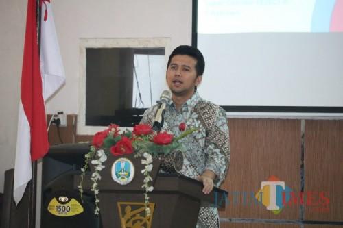Wakil Gubernur Jatim, Emil Elistianto Dardak saat mengisi sosialisasi Millenial Job Center di Bakorwil Malang, Senin (2/12) (Arifina Cahyanti Firdausi/MalangTIMES).